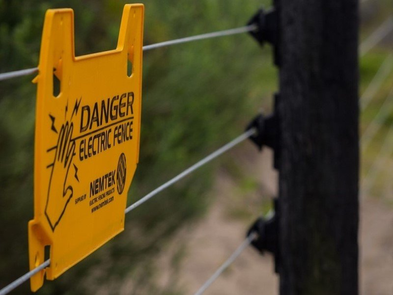 Electric fence for dogs - danger sign
